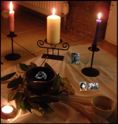 altare del rito d'amore della rosa nera
