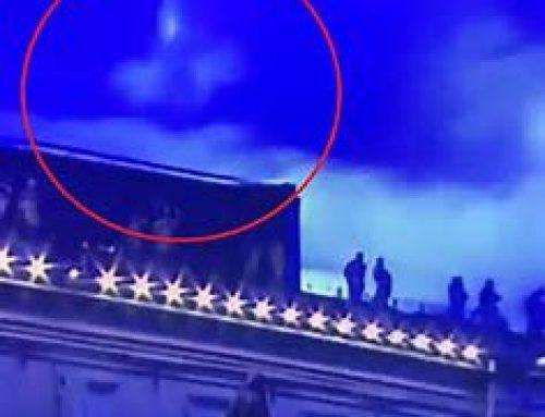 La Madonna appare in cielo durante la benedizione del Papa a San Pietro.