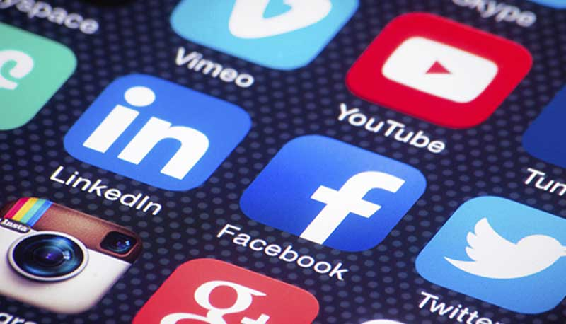 Luce prende una pausa dai social Facebook ed Instagram